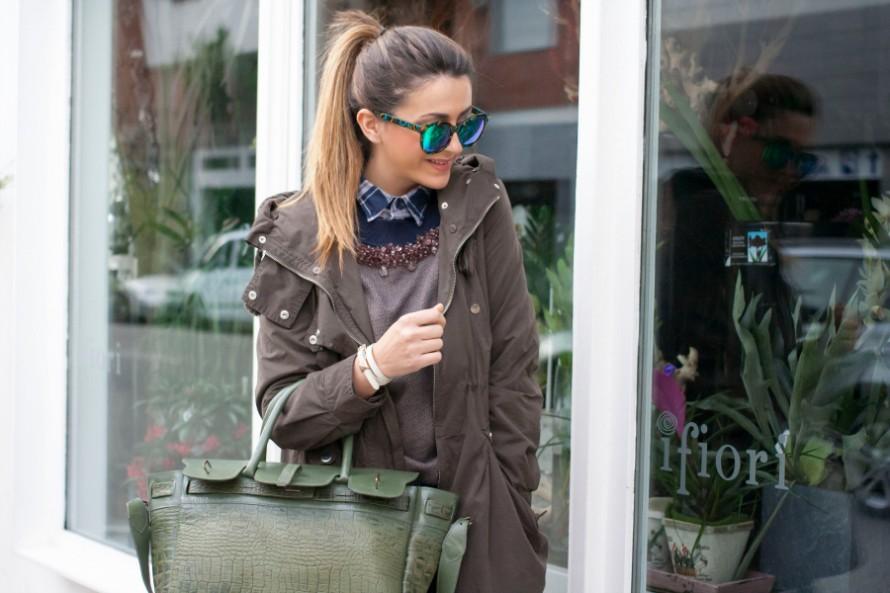 parka_verde_militare_stivali_con_dettagli_oro_outfit_fashion_blogger_nicoletta_reggio_3949-890x593